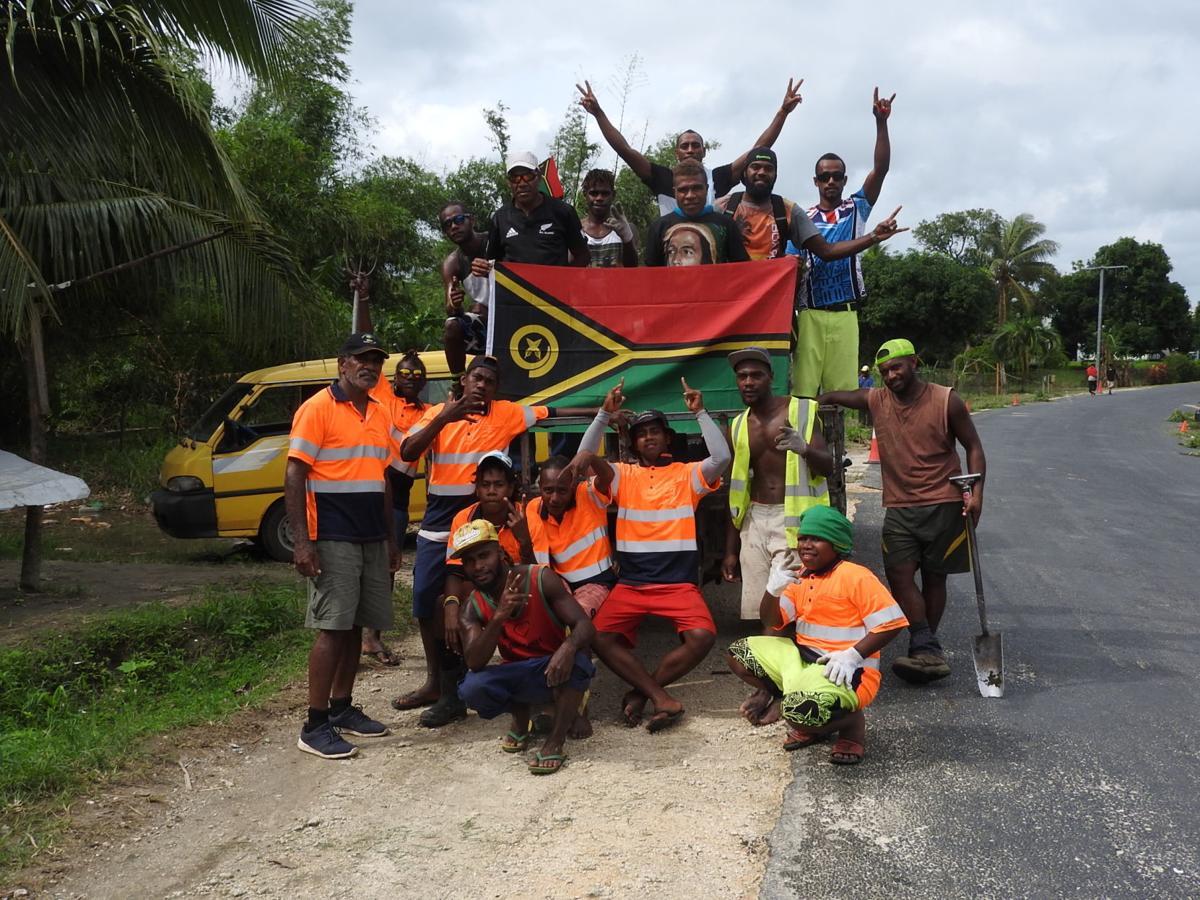 Mele organizes team to keep road sides clean
