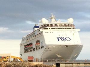 Luganville welcomes first cruise ship in style