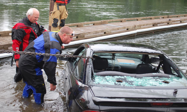Cars Found Underwater : Car found underwater at albany s bowman park crime and