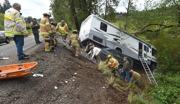 One man hurt, cited in Scio-area wreck