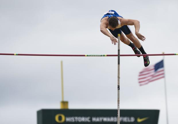 3A/2A state track and field: Central Linn's Kavic Belcastro breaks meet record in pole vault