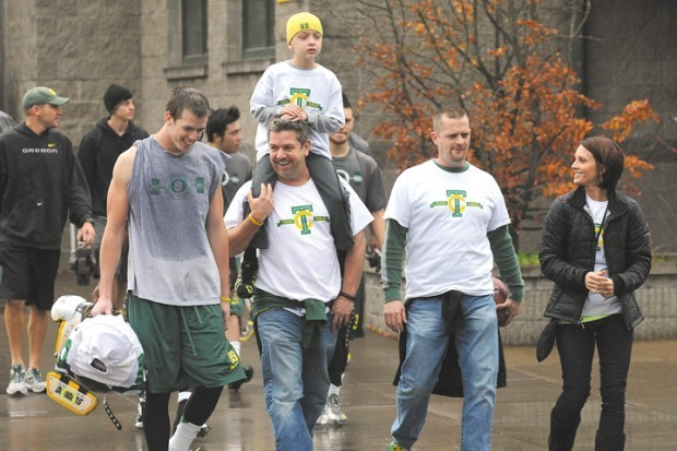 Cole Hexum exiting Oregon practice with Will Murphy picture