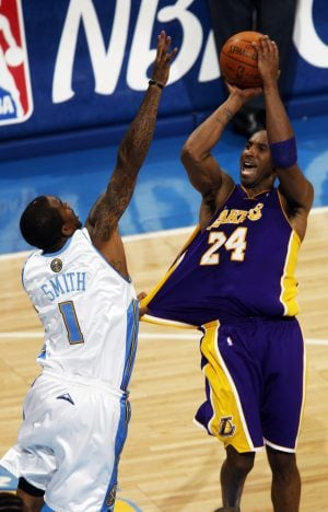 Bryant leads Lakers to NBA finals 