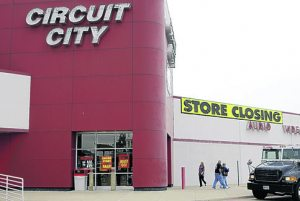 Bargain hunters circle going-out-of-business sales