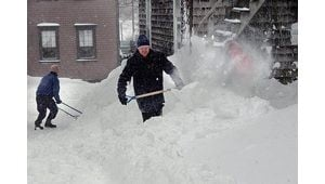 Blizzard slows Northeast travel to crawl