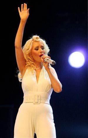 Aguilera cancels 2 shows in Australia