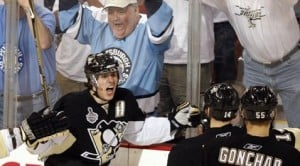 Penguins clip Red Wings, even series