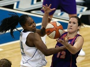 Taylor leads Mercury to easy victory over Lynx