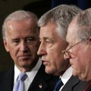 Senators seek support for Iraq resolution