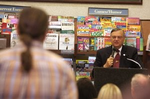 Arpaio book signing in Scottsdale draws protests