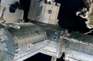 Shuttle Discovery flight hits halfway mark