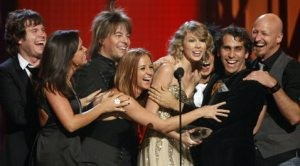 Swift wins entertainer of the year
