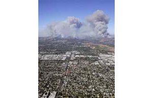 Hundreds evacuate as Calif.fire threatens