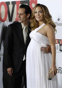Report: Lopez gives birth to twins in NY