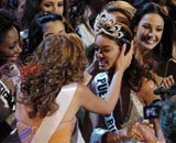New Miss Universe is crowned, then faints