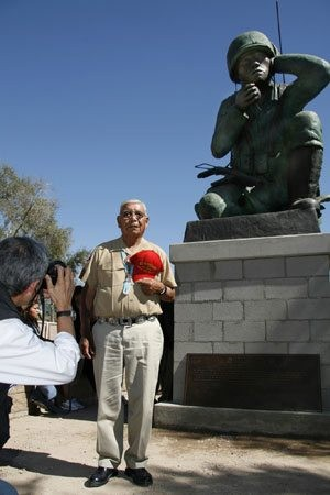 Statue honors Navajo code talkers