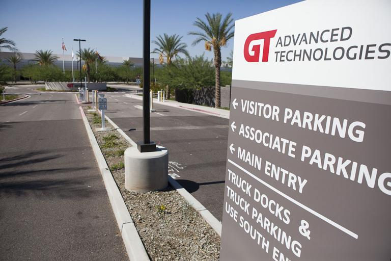 Glass maker deals to exit Apple, Arizona plant