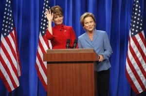 'SNL' debuts with Fey as Palin, Phelps as host