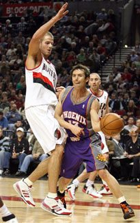 Suns stay hot with win over Portland, 111-98