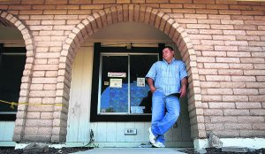 Chandler neighbors feel foreclosure pain
