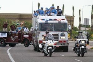 Fans cheer Chandler Little Leaguers in parade