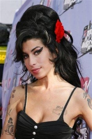 Amy Winehouse seen inhaling from pipe