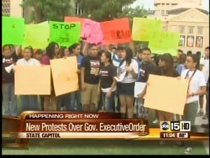 Illegal immigrants protest Gov. Brewer's executive order