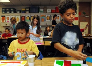 Volunteer program brings art to life in Chandler schools