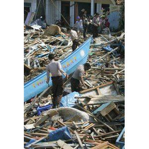 Wave rumors spark panic in tsunami zone