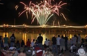 Thousands gather for fireworks in Tempe