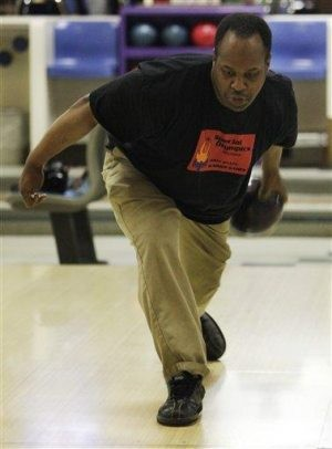 Special Olympics bowler: I can beat the president!