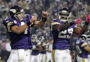 Favre takes it to his former team in Vikings' win
