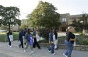 Detroit cancels school amid strike