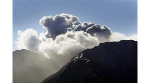 Mount St. Helens belches more steam