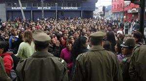 Chile appeals for aid; army takes on looters