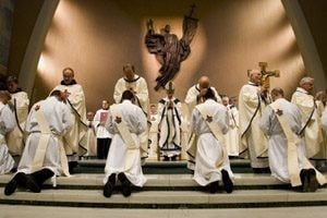 Phoenix Diocese ordains six priests 
