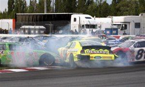 Edwards overtakes Ambrose on last lap