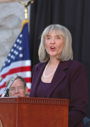 Brewer promises state economic stimulus