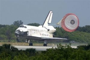 Shuttle Discovery crew glad to be back on ground