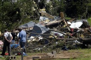 Survivors search for belongings amid Ark. tornado wreckage