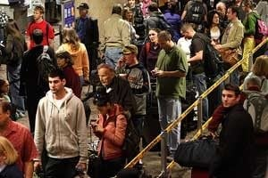 Long lines as holiday travel peaks at Sky Harbor