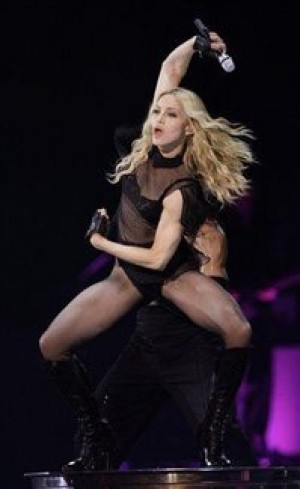 Madonna kicks off `Sticky and Sweet' tour in UK