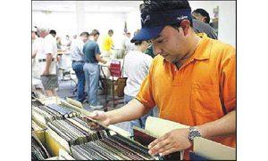 Music lovers hunt grooves, memories at Valley swap