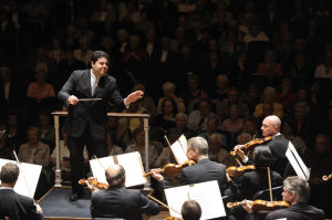 <p>Tito Munoz conducting the Cleveland Orchestra</p>