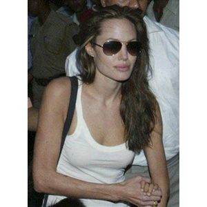 Jolie makes surprise visit to Cambodia