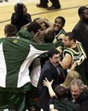 George Mason stuns UConn, off to Final Four