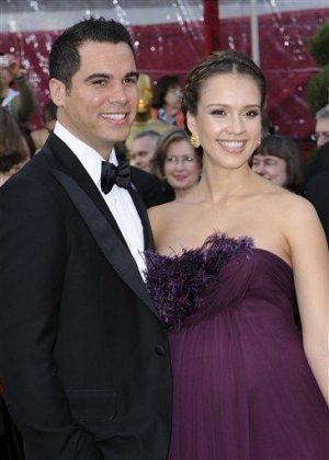 Jessica Alba quietly marries Cash Warren