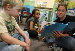 Teens boost kids' reading skills in Mesa