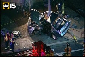 1 dead, 1 critical after car hits Mesa light pole