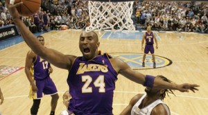 Ariza, Kobe lead Lakers past Nuggets